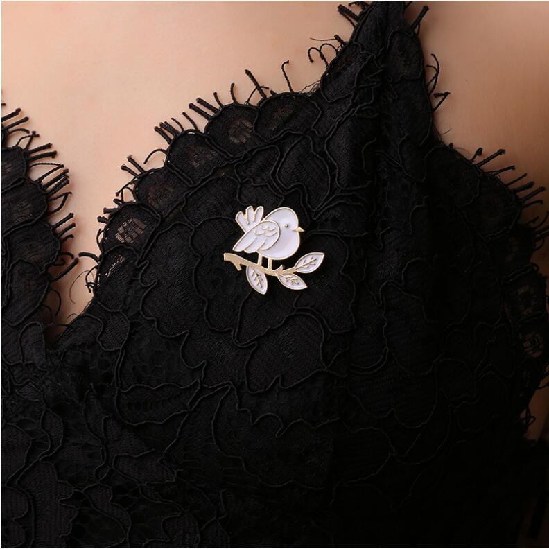 Delicado pájaro rama esmalte broche PIN de Jersey regalo de insignia joyas conmemorativas de mascotas bisutería X1027