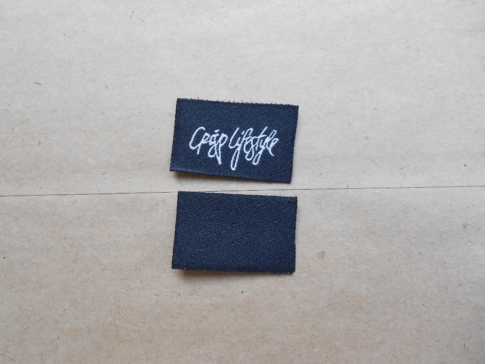 1000 unidades/pacote centro dobre bordado roupas cuidados tags personalizadas etiquetas tecidas vestuário etiqueta impressa lavável pano de marca privada