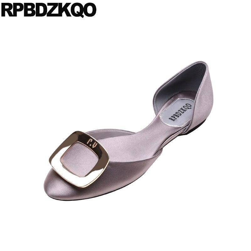 Senhoras de Prata Deslizamento em Rasa Dedo do pé Designer Embelezado Verão Apartamentos Vestido Feminino Sapatos Metal China Sandálias Festa Cinza Redondo Cetim