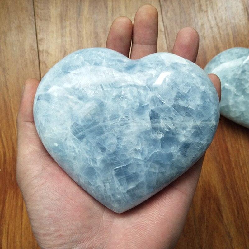 A alrededor de 600g hermosas piedras naturales de celerita y cristales corazón decoración del hogar piedra cristales de curación