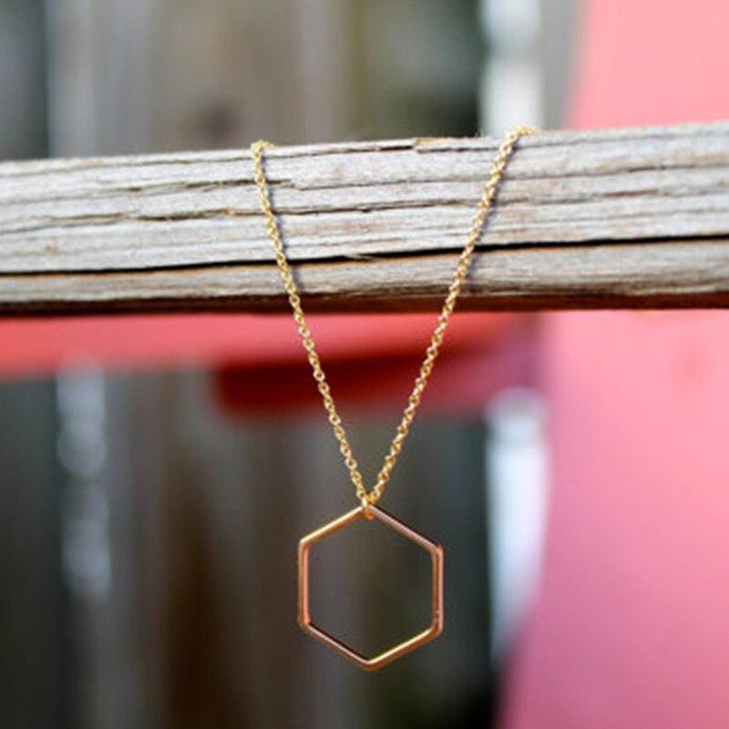 Collar con dije hexagonal geométrico dorado XL160