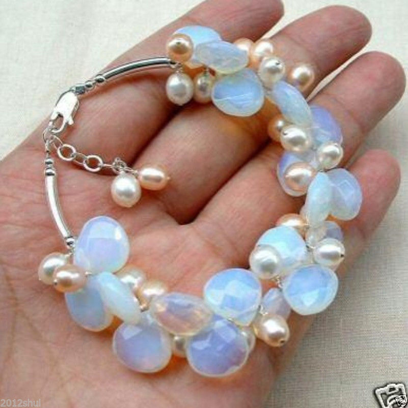 Ópalo de Fuego Azul y brazalete de racimo de perlas de agua dulce
