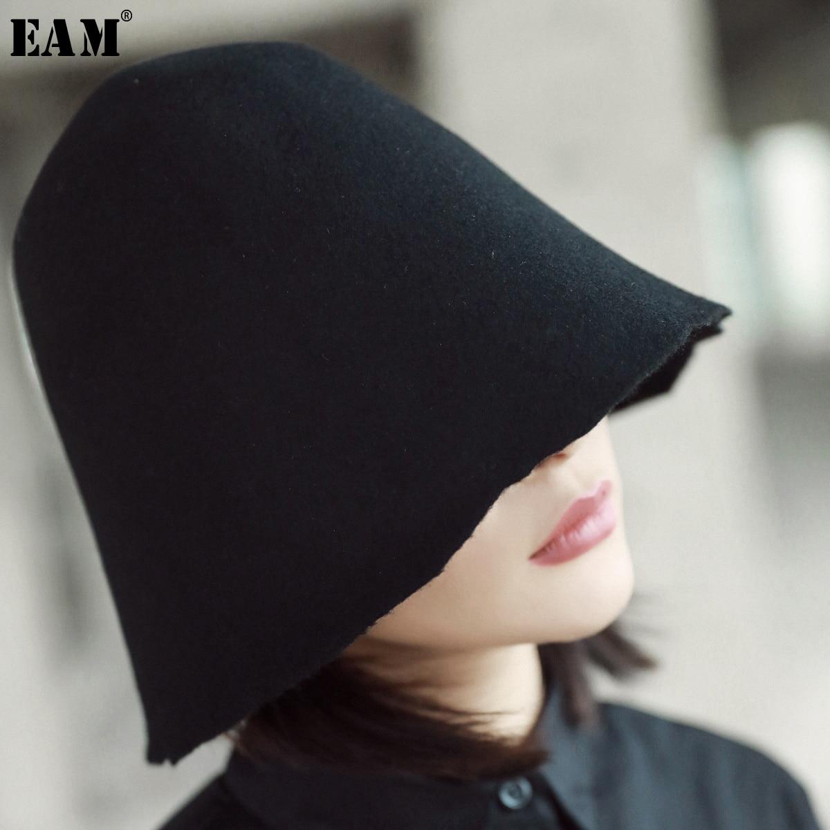 [EAM] Women Black Brief Cut Style Fishermen Hat New Round Dome Temperament Fashion Tide All-match Spring Autumn 2020 AS16501