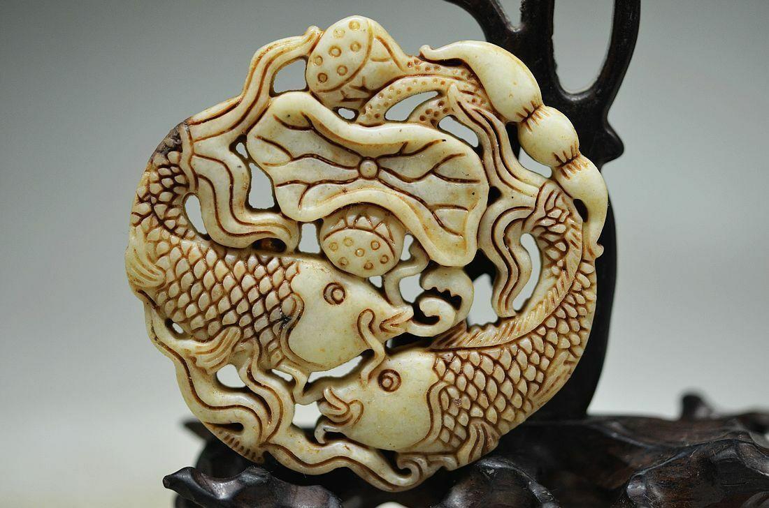 Coleção Chinesa Jade Natural Mão Esculpida Animais Peixe de Lótus Flor de Lótus Folha Escavar Charme Amuleto Pingente de Colar
