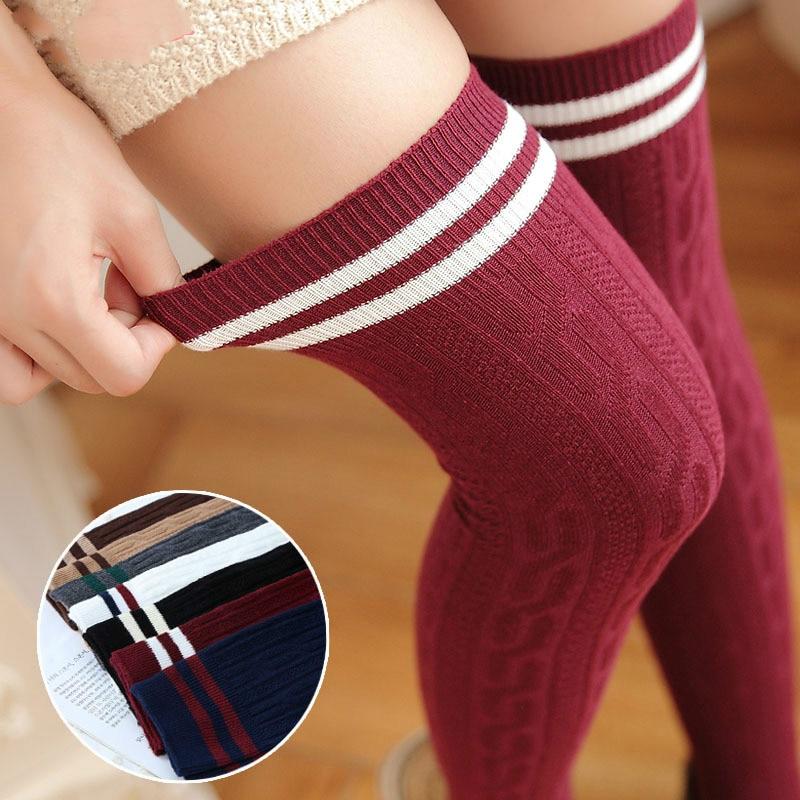 Estilo universitario japonés Twist Vertical rayas muslo alto medias dulces sobre la rodilla para las mujeres