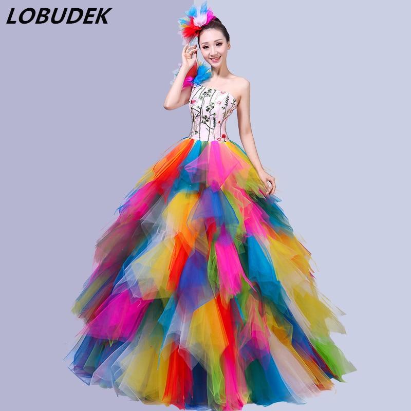 التطريز متعدد الألوان عارية الذراعين فستان طويل المرأة الحديثة أزياء رقص افتتاح الرقص فقاعة فستان قصير المغني تظهر مرحلة ارتداء