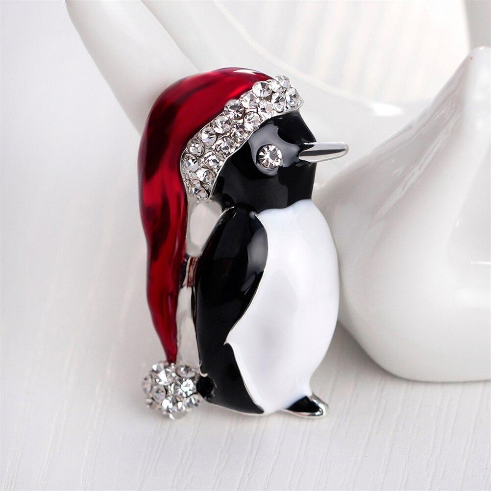 Precioso broche pequeño pingüino, joyería de Navidad, aleación de esmalte, bolas de cristal, gorro de lujo, broche de pingüino, Broches, regalo de Navidad