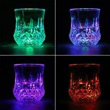 LED clignotant eau rougeoyante liquide activé lumière vin bière verre tasse tasse lumineux partie Bar boisson tasse en gros