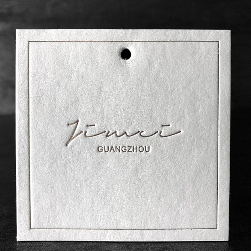 Etiqueta colgante personalizada, estampado en relieve, etiquetas personalizadas, etiquetas cuadradas 6,4x6,4 cm, etiquetas colgantes de alta calidad para prendas de vestir
