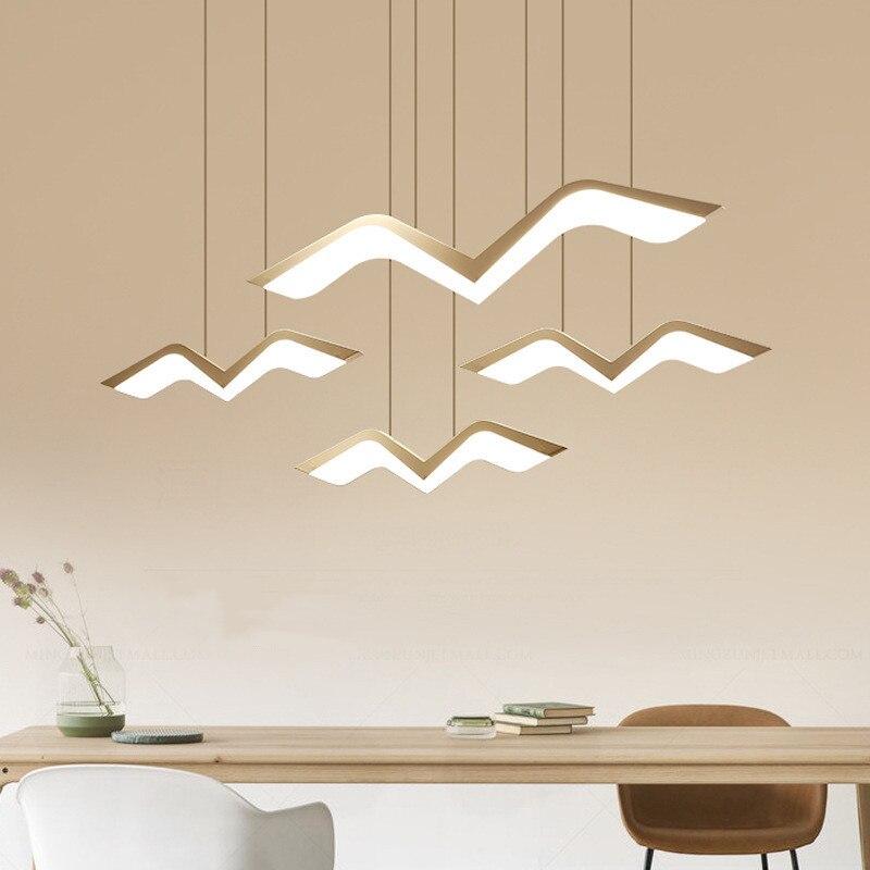 مصباح السقف المعلق بتصميم فني بسيط ، تصميم إبداعي ودافئ ، مثالي لغرفة الطعام أو المقهى أو البار.