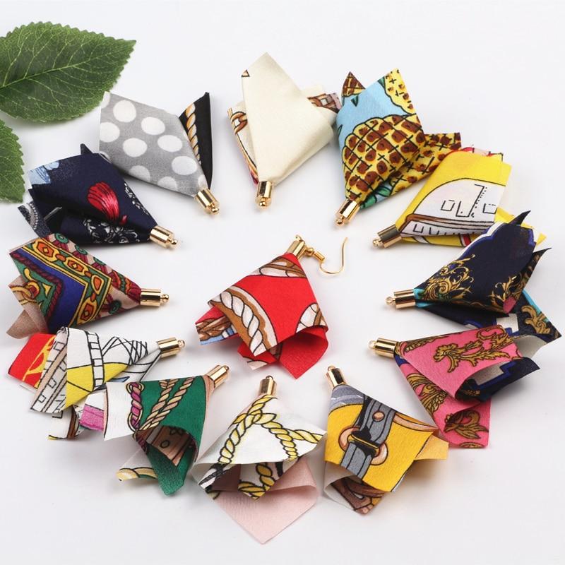 100 Uds diseños mixtos al azar 58mm Flor de tela hecha a mano borla para llavero/correas de teléfono celular/bolso colgante hallazgos de joyería