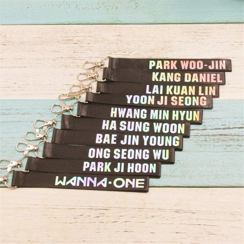 Youpop kpop quer um álbum chaveiro 11 pessoas dupla face descoloração nome k-pop chaveiro pingente chaveiro laser