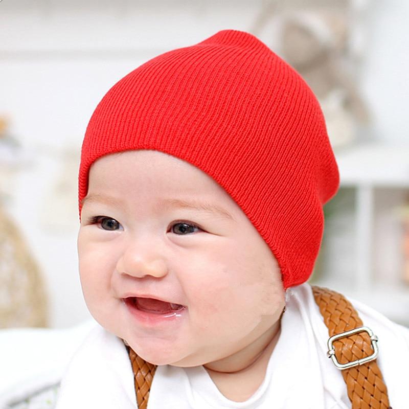 Sombreros de algodón de punto sólido lindo de moda para bebés recién nacidos otoño invierno cálido orejeras coloridas gorras de corona Skullies