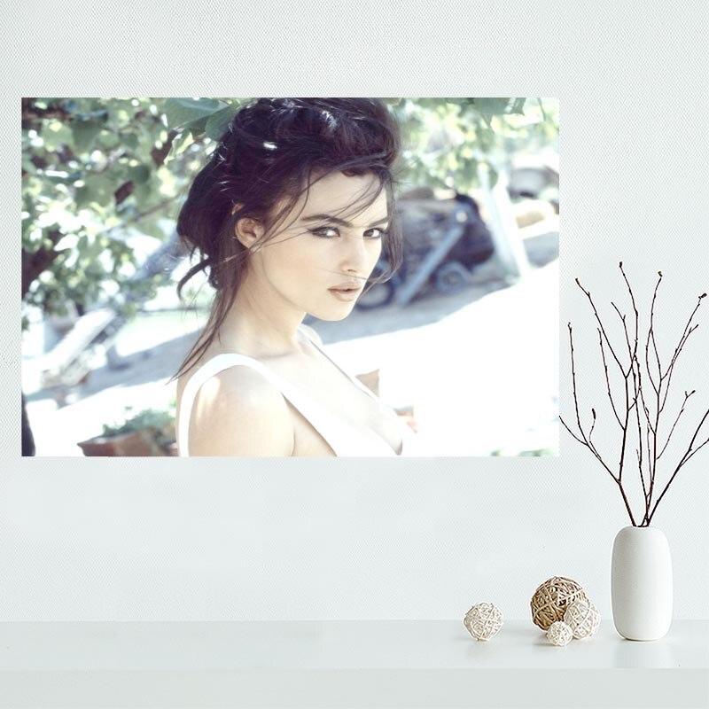 Monica Bellucci Canvas Poster Slaapkamer Home Decoratie Muur Poster Art Print Zijde Gift Voor Vriend 50X75Cm, 60x90CM