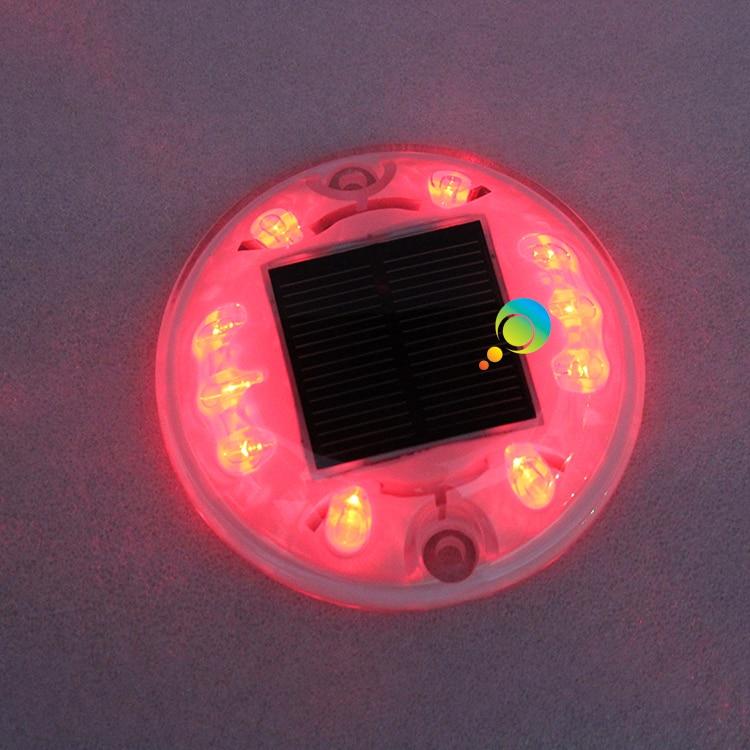 Al aire libre IP68 LED rojo parpadeante luz solar camino Stud Shell plástico blanco carretera marcador