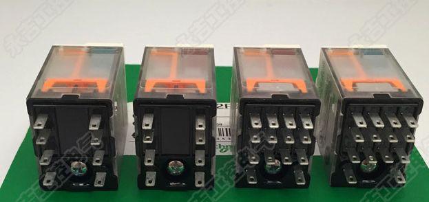 5 قطعة وسيطة التتابع RXM2AB2BD RXM4AB2P7 RXM2AB2P7 RXM4AB2BD