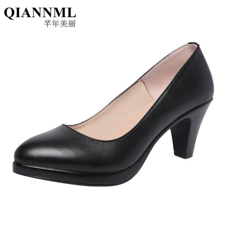 جديد 2021 حذاء نسائي للربيع مقاس كبير 32-43 حذاء نسائي ذو كعب متوسط مناسب للعمل باللونين الأسود والأبيض والأحمر