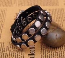 G402 noir breloque chaude en alliage de métal clouté Double enveloppe en cuir Bracelet manchette hommes