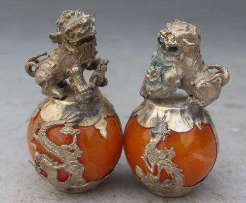 Decoração branco Cobre prata fábrica Um Par Chinês Tibetano Silver Dragon Phoenix Estátuas Foo Fu Cão Leão Âmbar Artificial