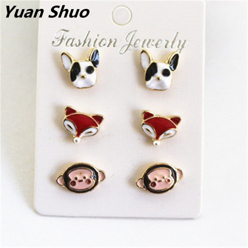 Una tarjeta y tres pares coreanos bonitos y bonitos pendientes simétricos con forma de animal, cabeza de perro, zorro, mono, estilo animal