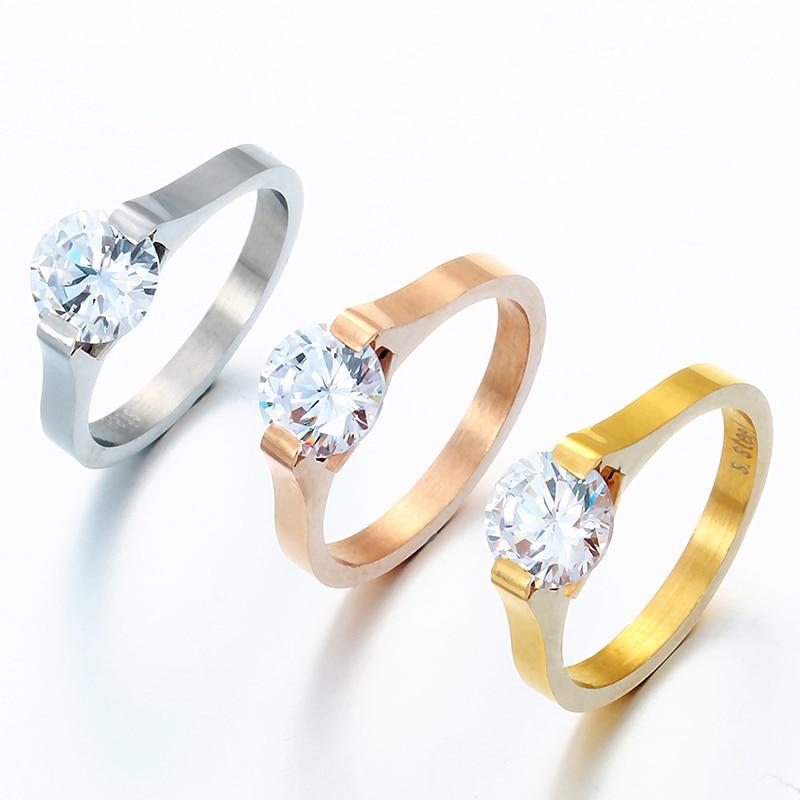 Nouvelle arrivée classique femmes fiançailles en acier inoxydable anneaux grand CZ pierre femelle anneau pour mariée de mariage