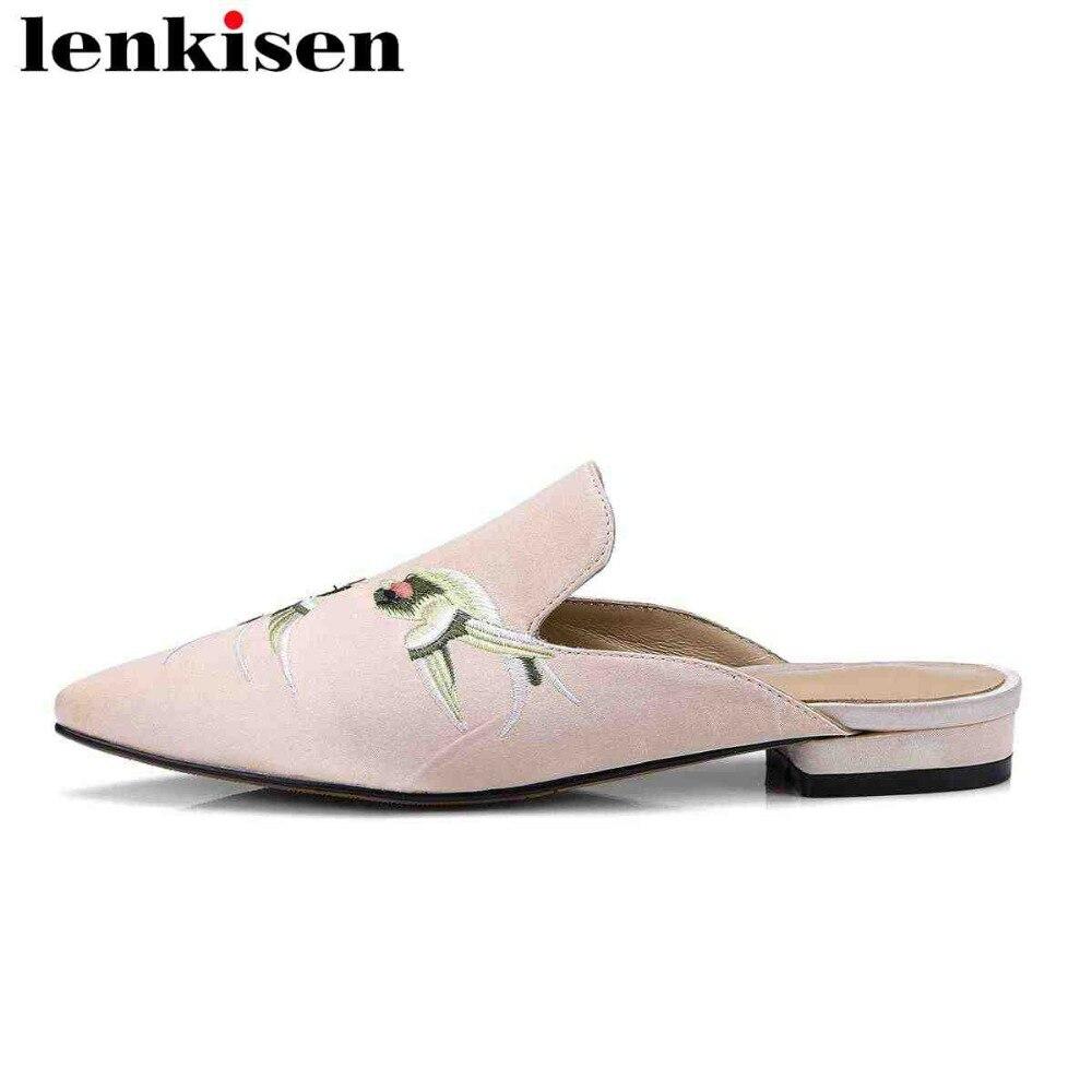Lenkisen 2021 de cuero genuino antideslizante en zapatillas exteriores belleza bordar mulas talla grande de seda punta clásico zapatos de mujer L99