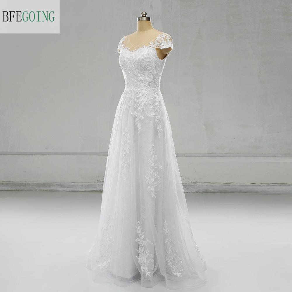 Apliques de encaje blanco tul satén encaje cuello pico mangas casquillo A-line piso-longitud vestidos de boda