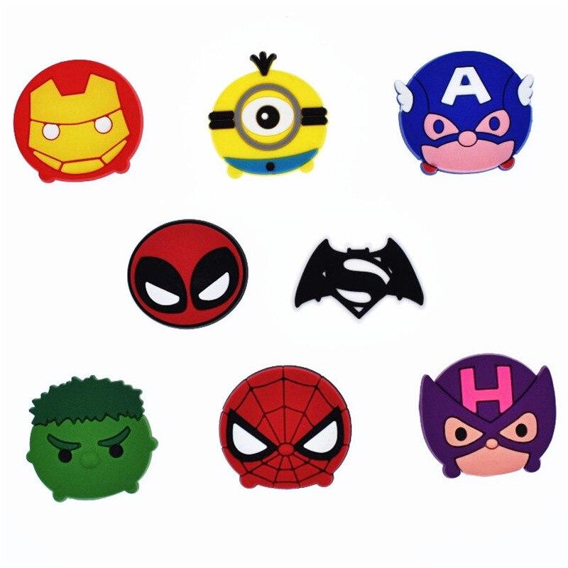 50 piezas Batman Iron Man PVC Flatback DIY pinzas para el pelo marcadores Centro artesanías joyería encantos colgantes anillo de bobinadora