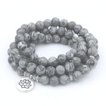 Perles de pierre de carte gris clair naturel avec bracelet à breloques de Yoga Lotus OM bouddha
