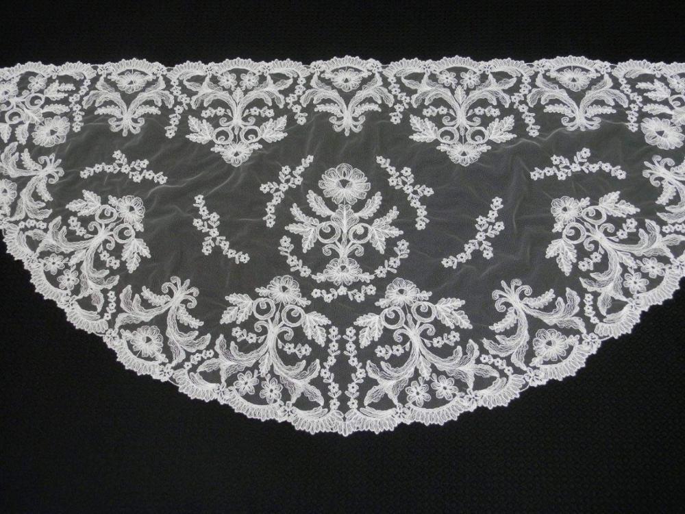 Smaller size 115*60cm half moon embroidery lace mantilla Spanish Lace Mantilla Catholic Veil