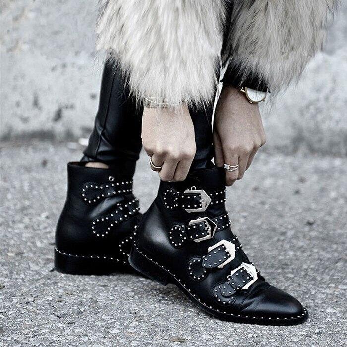 Rebites de couro do falso botas fivela tiras de salto grosso preto tornozelo botas femininas cravejado decorado mulher botas motocicleta