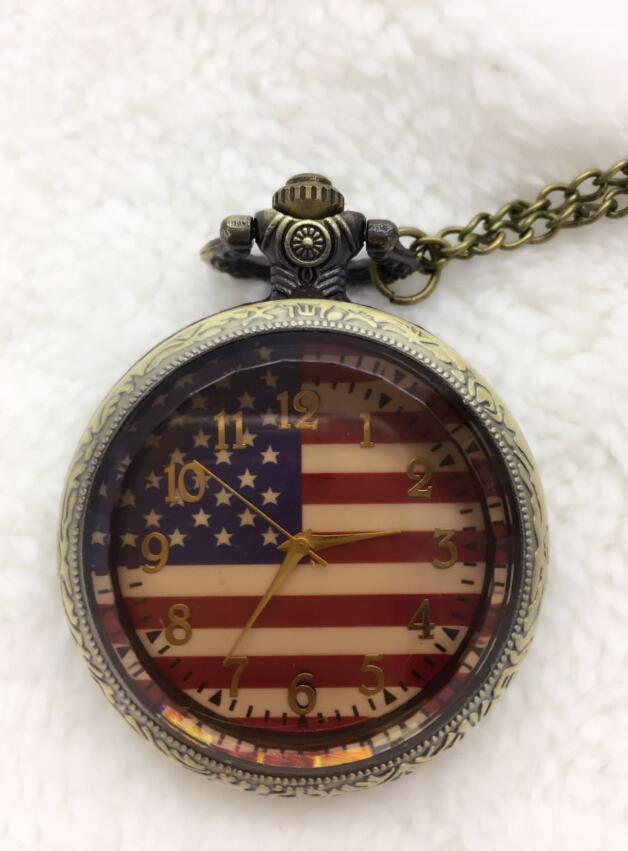 Venta al por mayor 10 piezas de bronce de moda clásica bandera estadounidense de EE. UU. reloj de bolsillo de cuarzo colgante analógico collar cadena hombres mujeres regalos