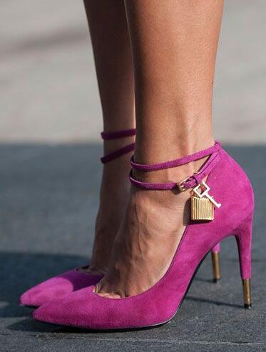 حذاء نسائي من الجلد المدبوغ ، وردي غامق ، عصري ، بمقدمة مدببة ، بإبزيم كاحل مزدوج ، زخرفة معدنية ، كعب عالي ، حفلة ، ربيع