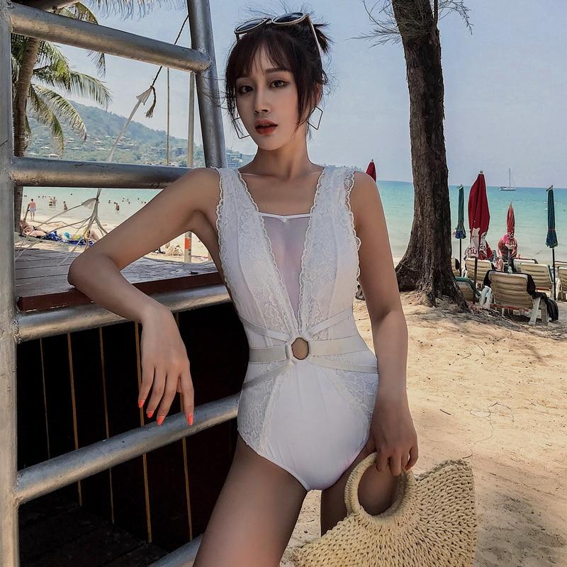 Traje de baño de una pieza de malla de encaje de Blanco sólido de lujo 2019 Corea Control de la panza espalda descubierta traje de baño Monokini trajes de baño de playa