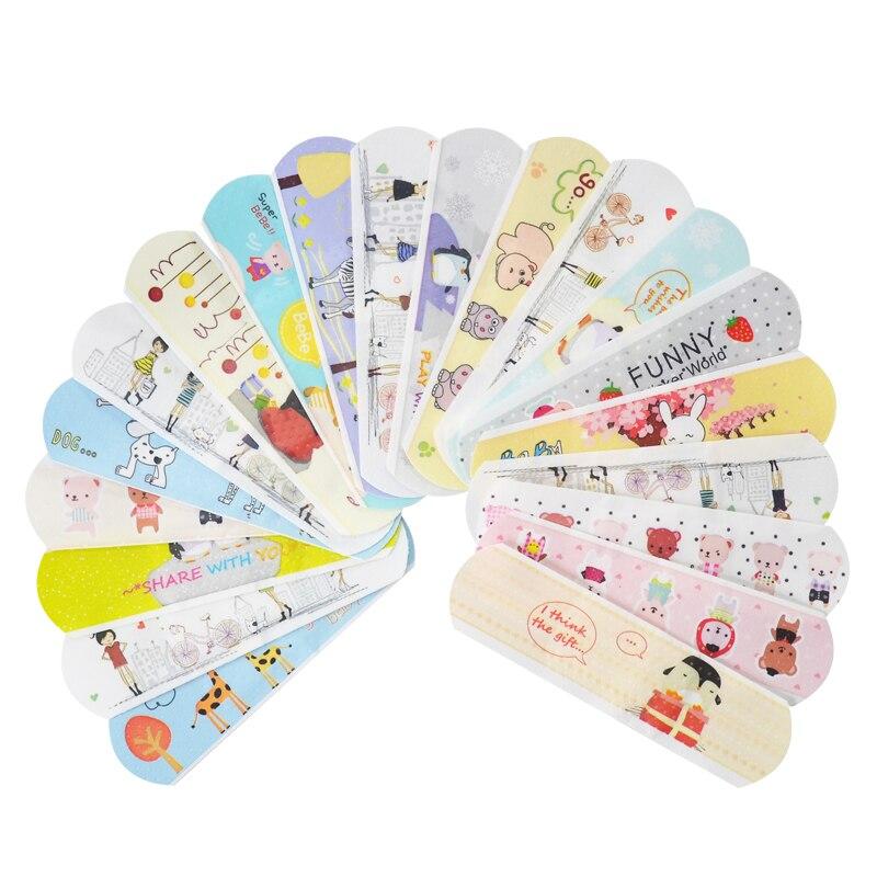 Kit de emergencia de primeros auxilios para niños y niñas con vendas adhesivas para hemostasia con banda impermeable de caricatura bonita de 100 Uds