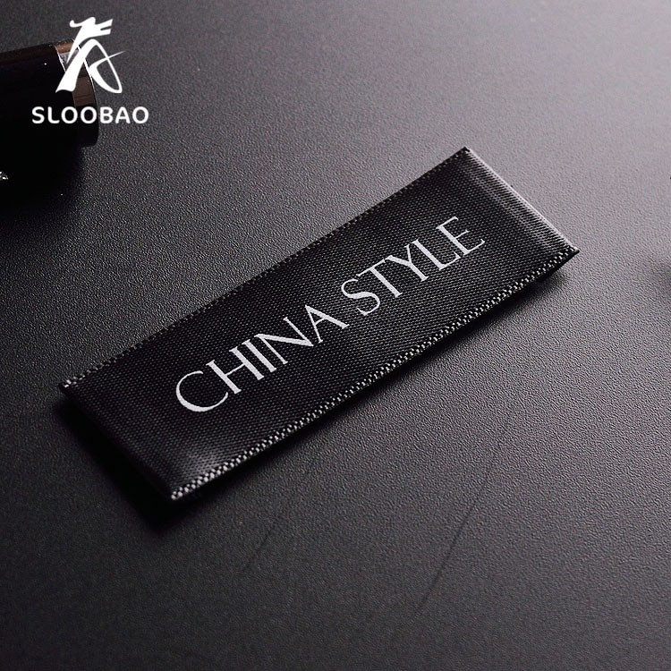 Free shipping 200pcs/lot Custom single satin ribbon fabric print sewing tags for cloth label custom logo printed clothing tags