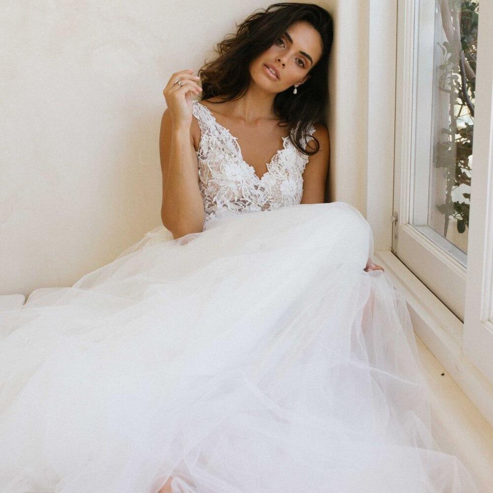 Elegant White Ivory Tulle Wedding Dresses 2020 V-neck Sleeveless Vestido de Novia A-line Appliqued Garden Bridal Dress