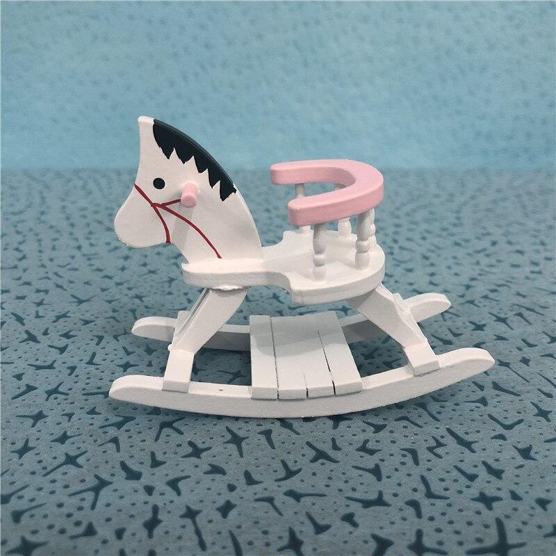 A01-X385 juguete de regalo para niños 112 casa de muñecas mini muebles miniatura Caballo de Troya rosa de madera 1 Uds