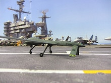 فإن MQ-1 المفترس استطلاع آلة ثابتة نموذج جيش عيد الحب هدية 1 72 الرجل