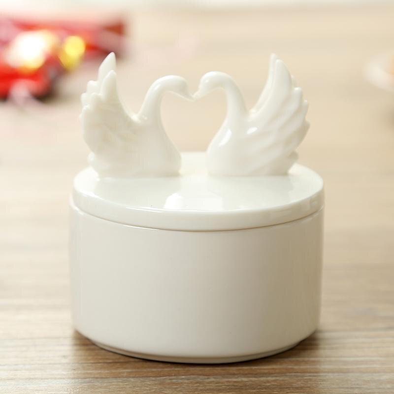 Boîte à bonbons européenne en céramique   De haute qualité romantique cygne amour, boîte à bijoux en céramique blanche, collier à vis boucles doreilles