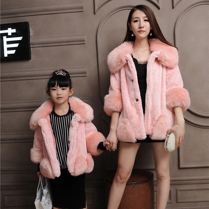 Rosado elegante invierno familia trajes moda madre-hija sobretodo mamá mullido piel falsa abrigo chaqueta niños niñas caliente prendas de vestir