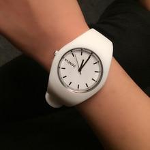 Mode femmes montre Super doux silicone bracelet filles Sport Quartz montre genève marque horloge femme décontracté analogique montres-bracelets