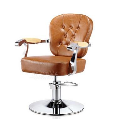 Роскошный парикмахерский стул в европейском стиле. Парикмахерский стиле ретро.