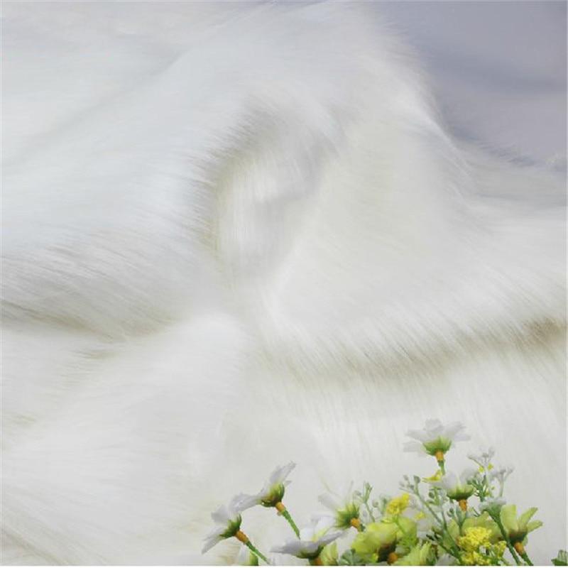 High-grade white fox fur fabric, imitation animal fur, Velvet fabric warm winter clothing fabrics for sewing