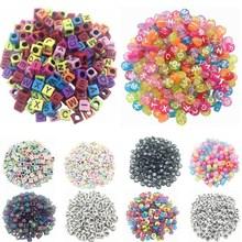 Vente 100 pièce/lot aléatoire fait à la main/bricolage carré/rond Alphabet numérique/lettre acrylique Cube pour la fabrication de bijoux métier à tisser bande Bracelets