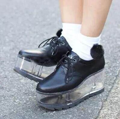 ¡NOVEDAD DE 2017! bonitos zapatos de personalidad Fondo transparente se pueden poner adornos zapatos de niñas zapatos de plataforma de fondo grueso para mujeres