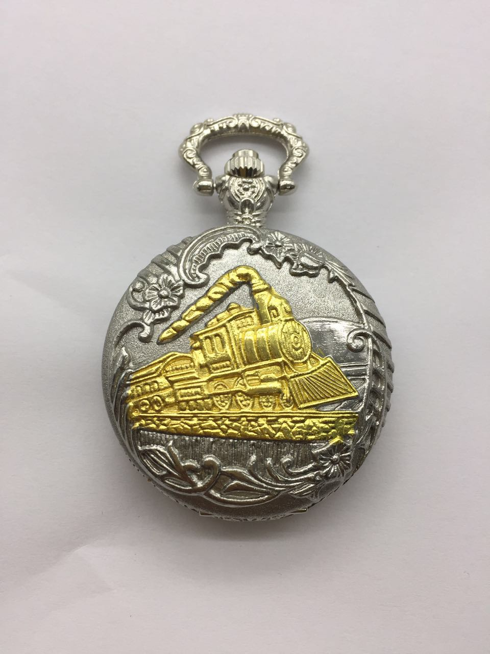 Reloj de bolsillo de cuarzo Steampunk tallado con tren de oro encantador de plata Vintage