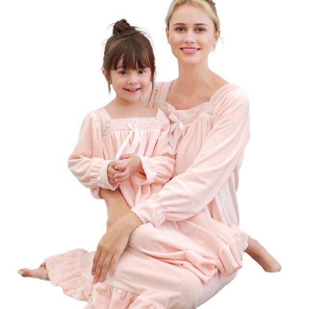 Otoño madre hija a juego camisón de lana cálido Vintage real vestidos de manga larga niñas princesa franela ropa de casa