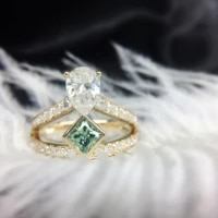2 5ctw 1 5ct pear cut moissanite ring solid 18k yellow gold for women def color excellent cut with 0 8ct green princess accents