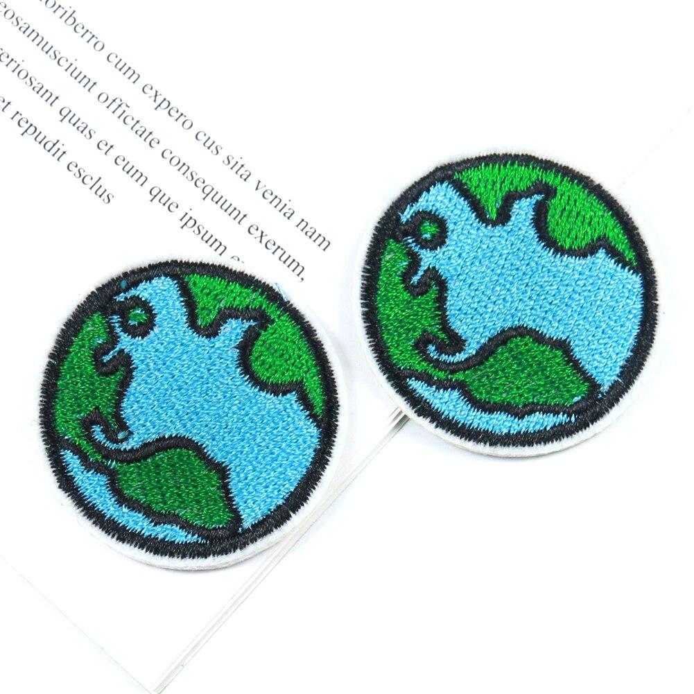 2 pçs terra verde paz & desenvolvimento motivo bordado remendo de ferro em remendos para vestuário ecológico emblema 42*42mm